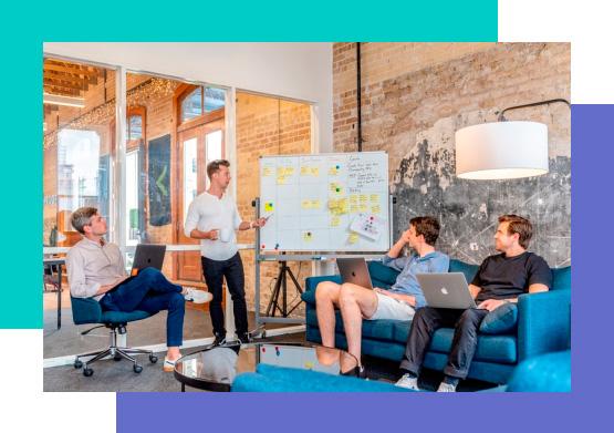 Personas trabajando en una startup
